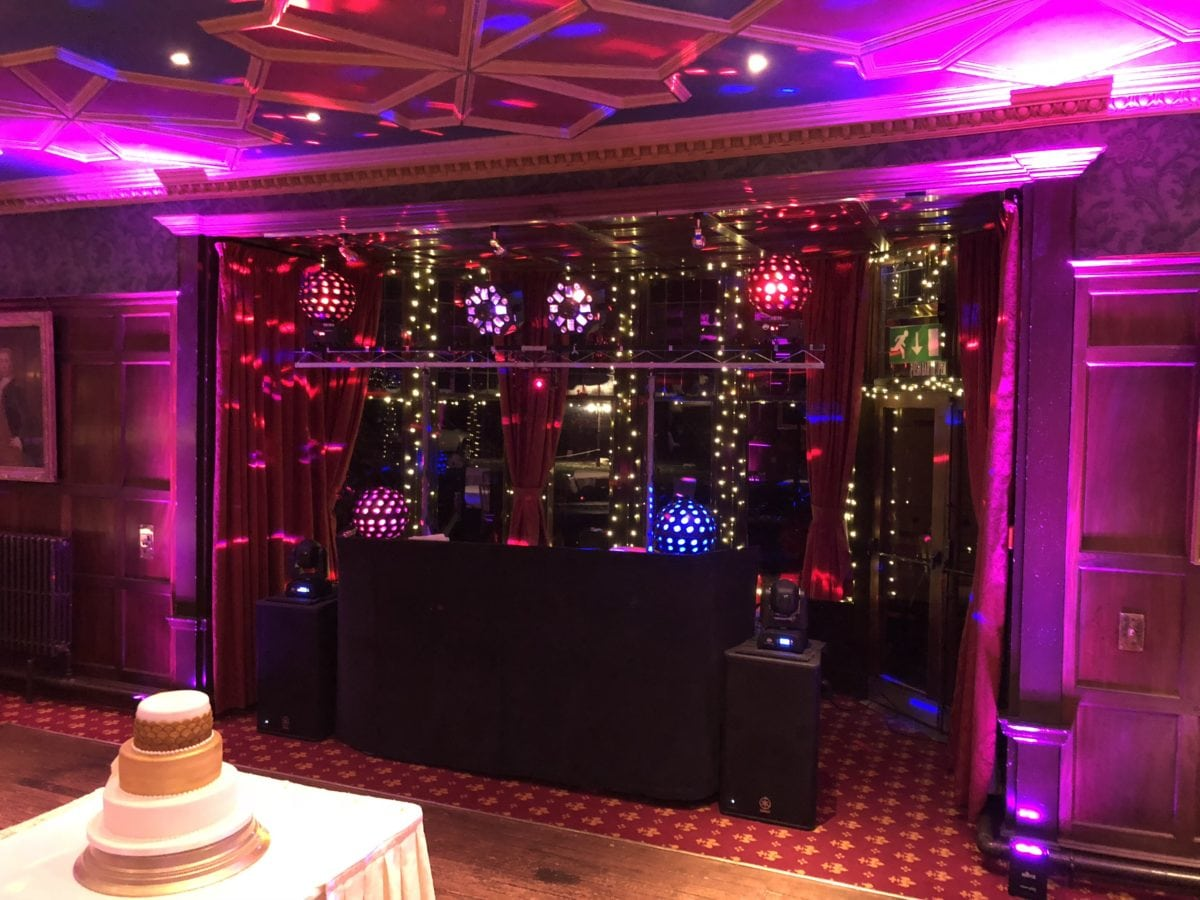 When room turnarounds come I don't have lots of time to set my mobile disco up. Wedding Dj setup.