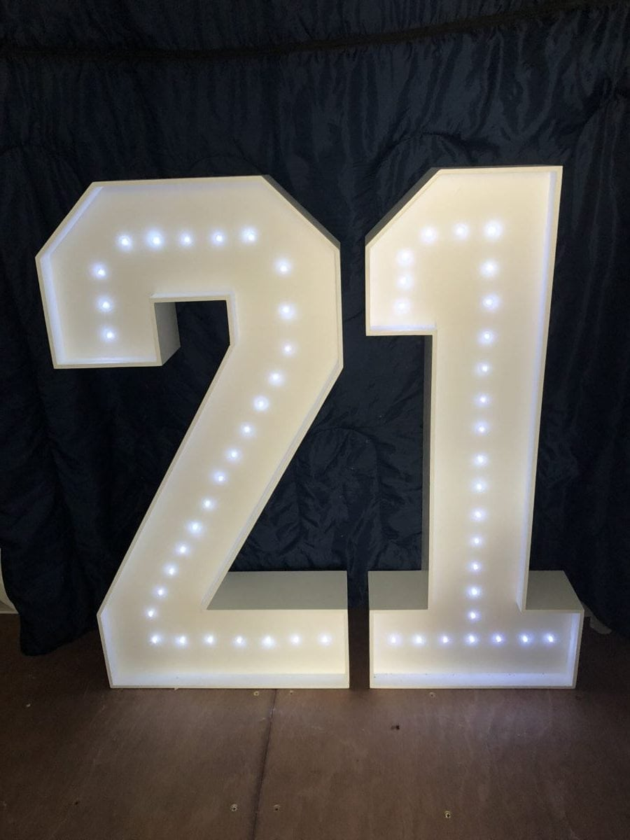 """4ft tall giant letters """"21"""" Giant letter hire"""